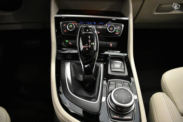 BMW 220 12
