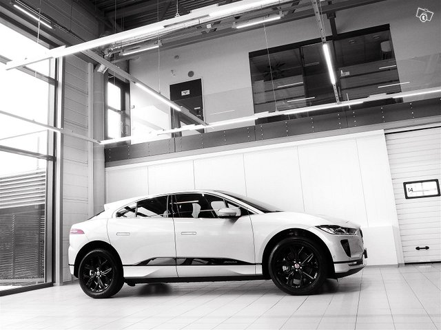 Jaguar I-PACE 3