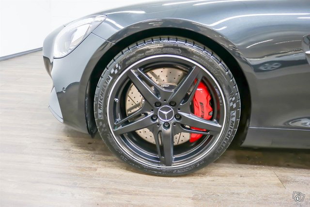 MERCEDES-BENZ AMG GT S 4