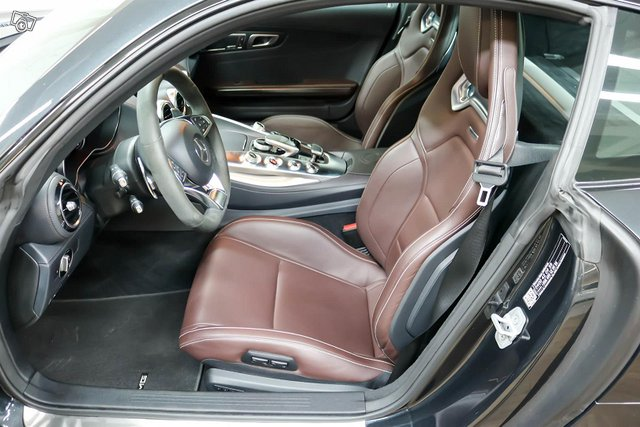 MERCEDES-BENZ AMG GT S 8