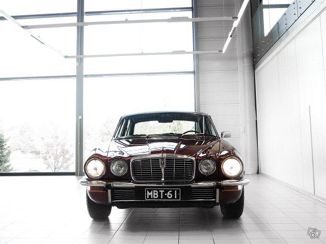 Jaguar XJ12 2
