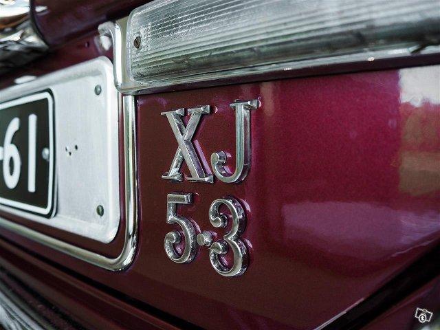 Jaguar XJ12 5