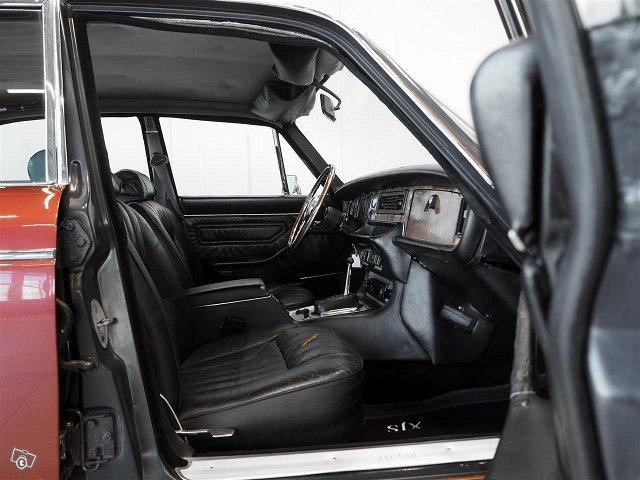 Jaguar XJ12 7