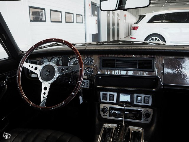 Jaguar XJ12 8