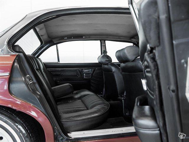 Jaguar XJ12 9