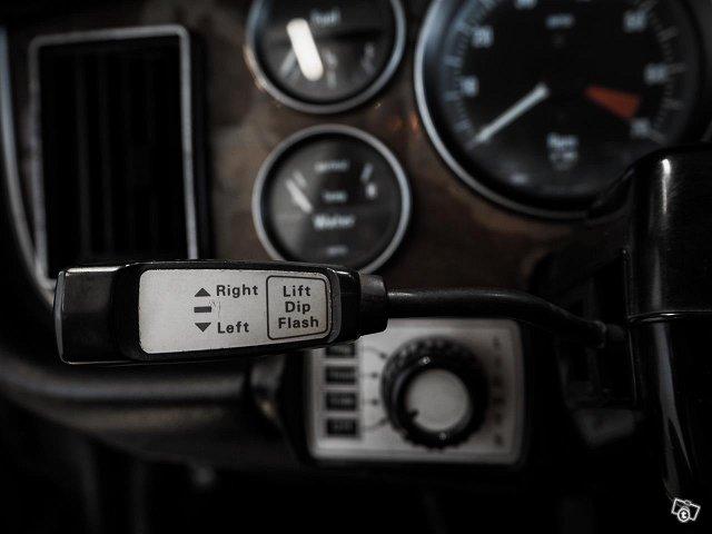 Jaguar XJ12 10