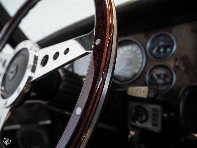 Jaguar XJ12 12