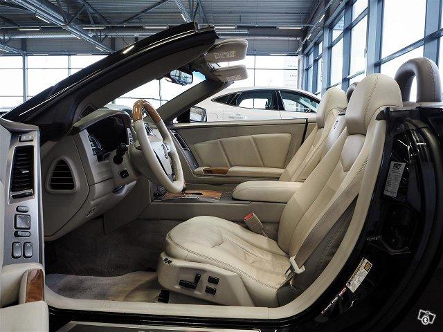 Cadillac XLR 8