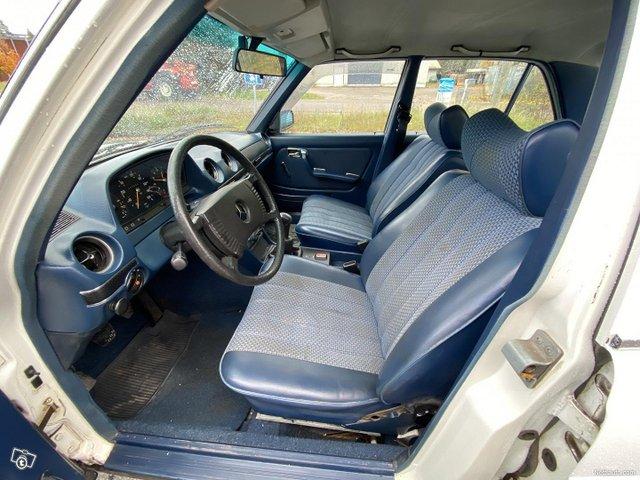 Mercedes-Benz 200 13