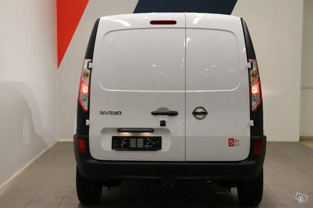 Nissan NV250 18