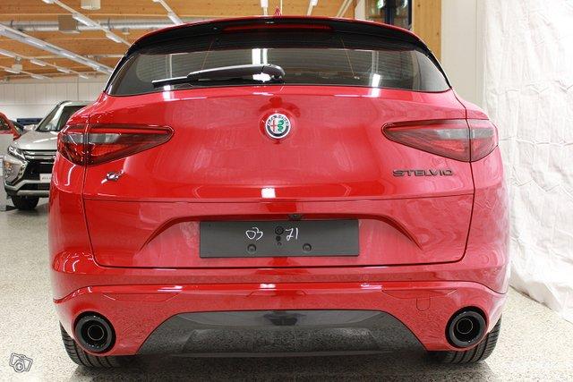 Alfa Romeo Stelvio 5