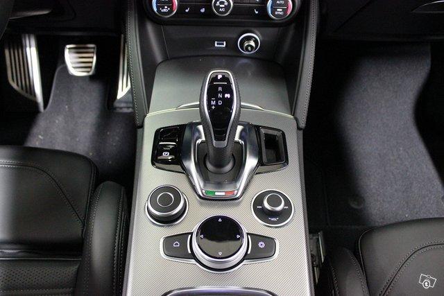 Alfa Romeo Stelvio 9