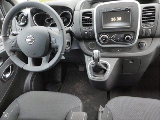 Nissan NV300 4