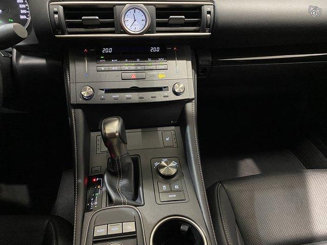 Lexus RC 9