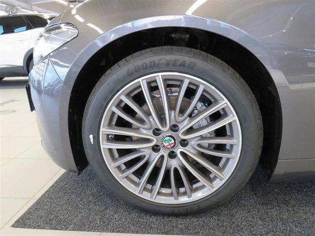 Alfa Romeo Giulia 17