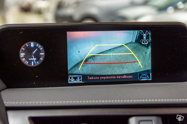 Lexus UX 7