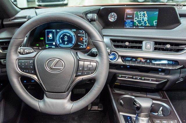 Lexus UX 9