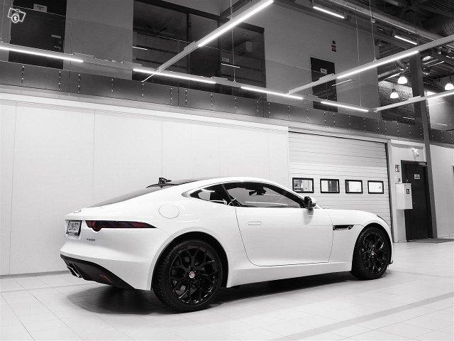 Jaguar F-Type 4