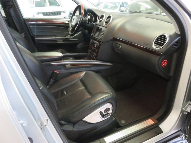 Mercedes-Benz GL 10