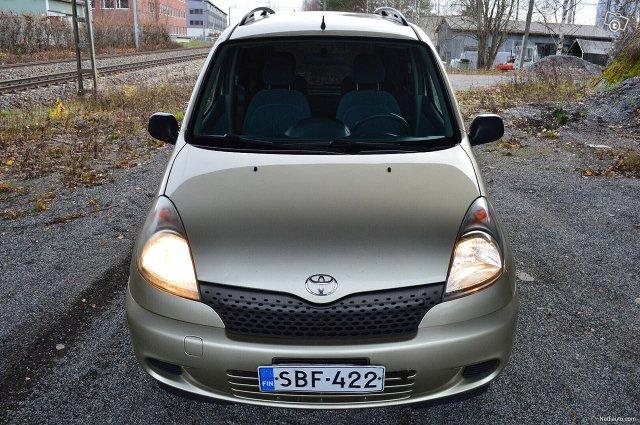 Toyota Yaris Verso 2