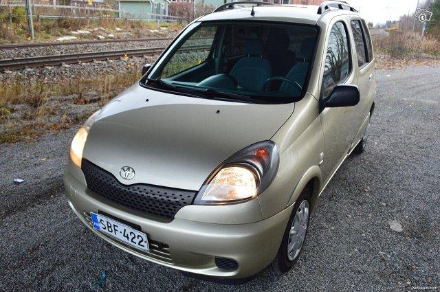 Toyota Yaris Verso 3