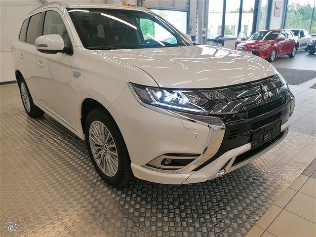 Mitsubishi Outlander PHEV 3