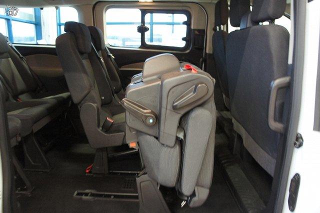 Ford Tourneo Custom 13