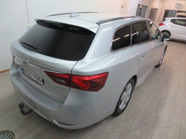 Toyota Avensis 4