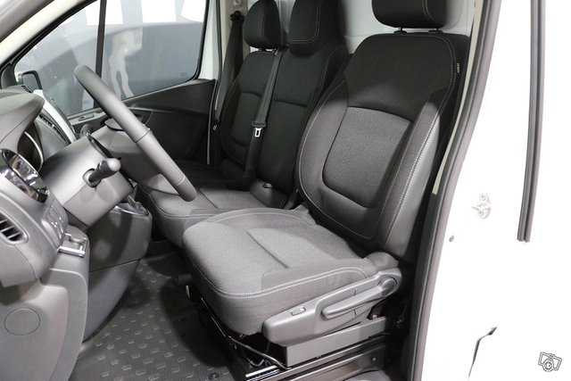 Nissan NV300 5