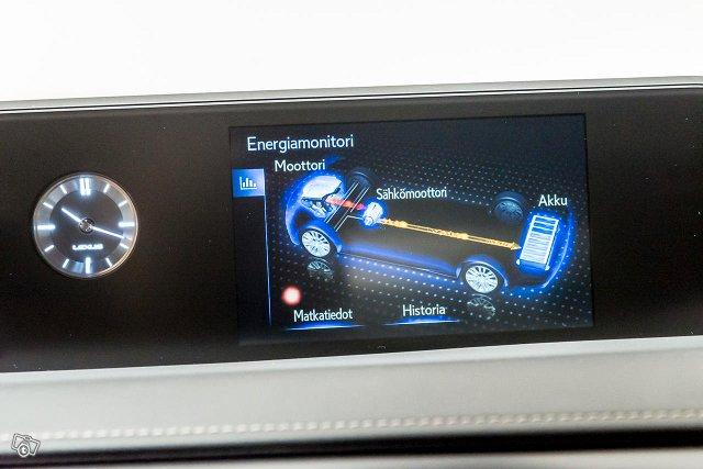 Lexus UX 14