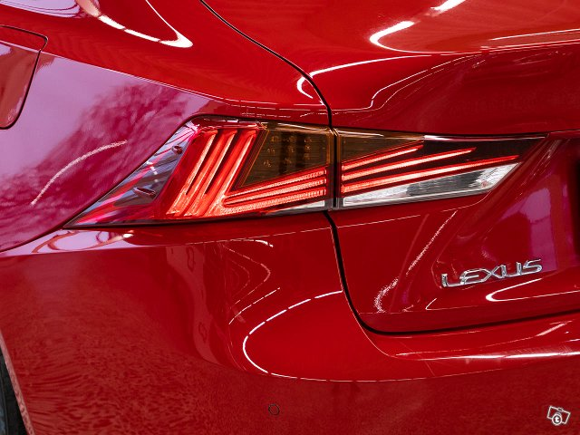 Lexus IS 7