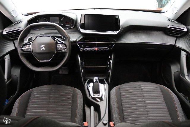 Peugeot 2008 4