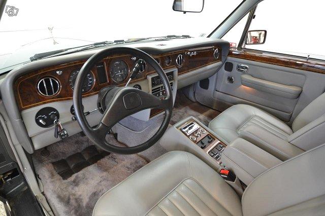 Rolls-Royce Silver Spirit 8