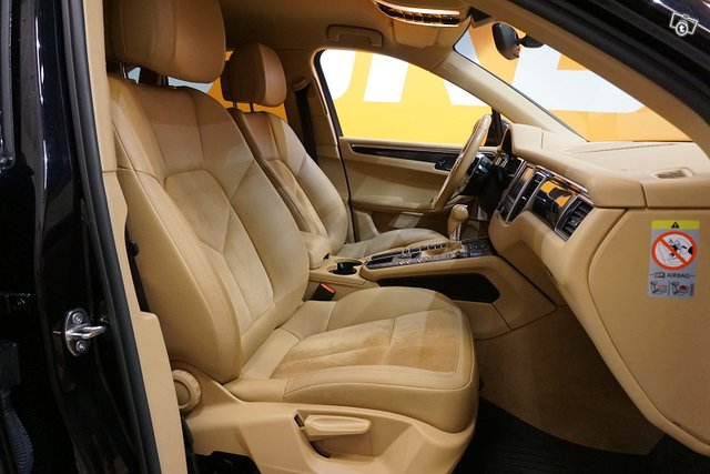 Porsche Macan 8