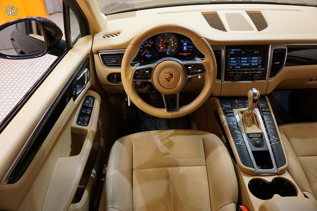 Porsche Macan 11