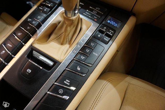 Porsche Macan 18