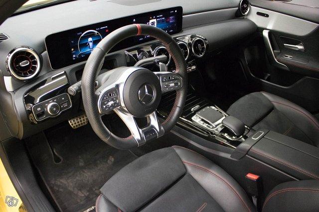 Mercedes-Benz A 35 AMG 9