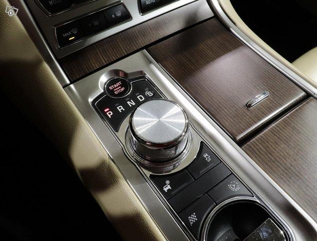 Jaguar XF 19
