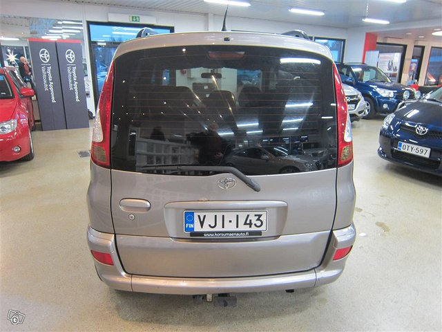 Toyota Yaris Verso 4