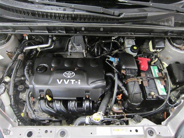 Toyota Yaris Verso 15