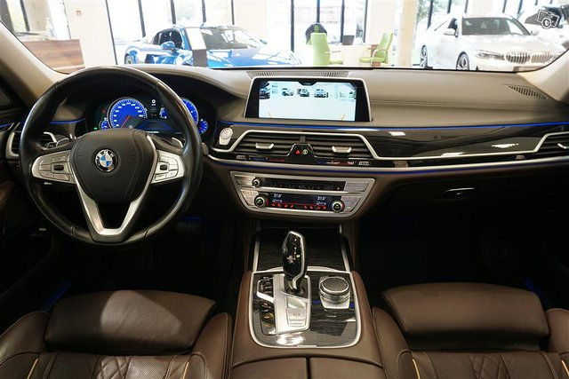 BMW 750 10