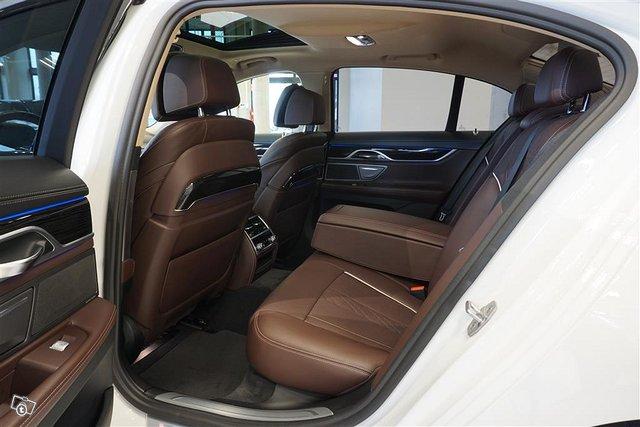 BMW 750 13