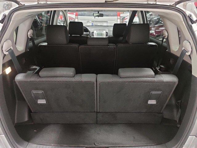 Toyota Corolla Verso 14