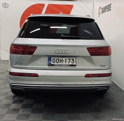 Audi Q7 6