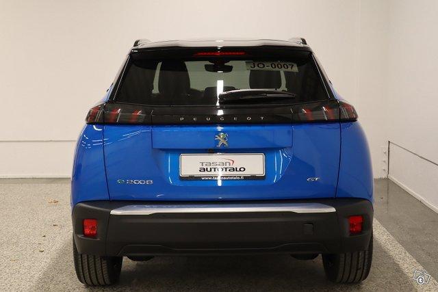 Peugeot E-2008 8