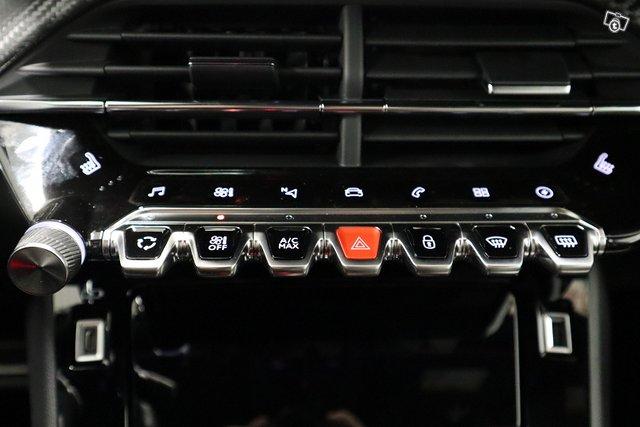 Peugeot E-2008 13