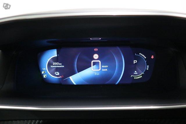 Peugeot E-2008 20