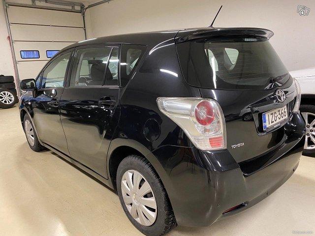 Toyota Verso 8