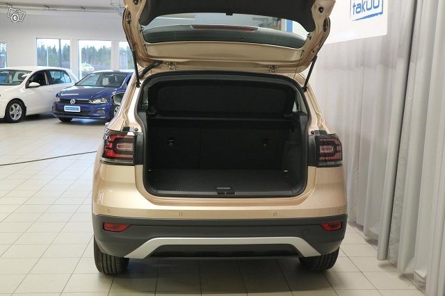 VOLKSWAGEN T-CROSS 5