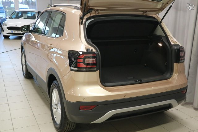 VOLKSWAGEN T-CROSS 6